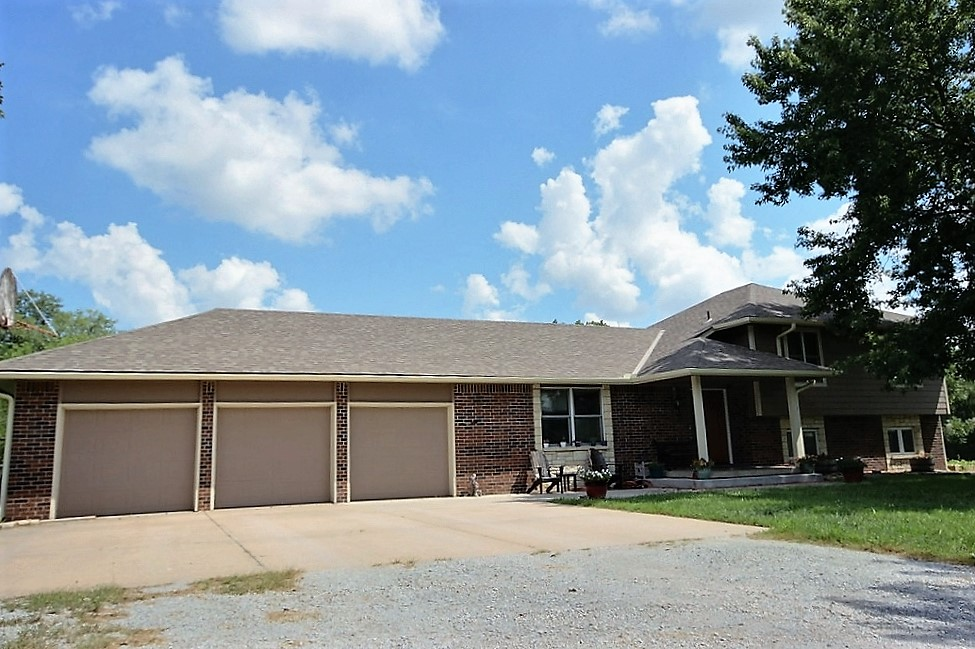 15154 SW Thistle Rd, Rose Hill, KS - Plenty of space with room to roam! Great 4 bedroom family home located in Paul's Valley in the Rose Hill school district on 3 acres. This home is perfect for a family who loves to entertain.